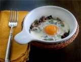 BAKED EGGS ON A BED OF SAUTÉED MUSHROOMS